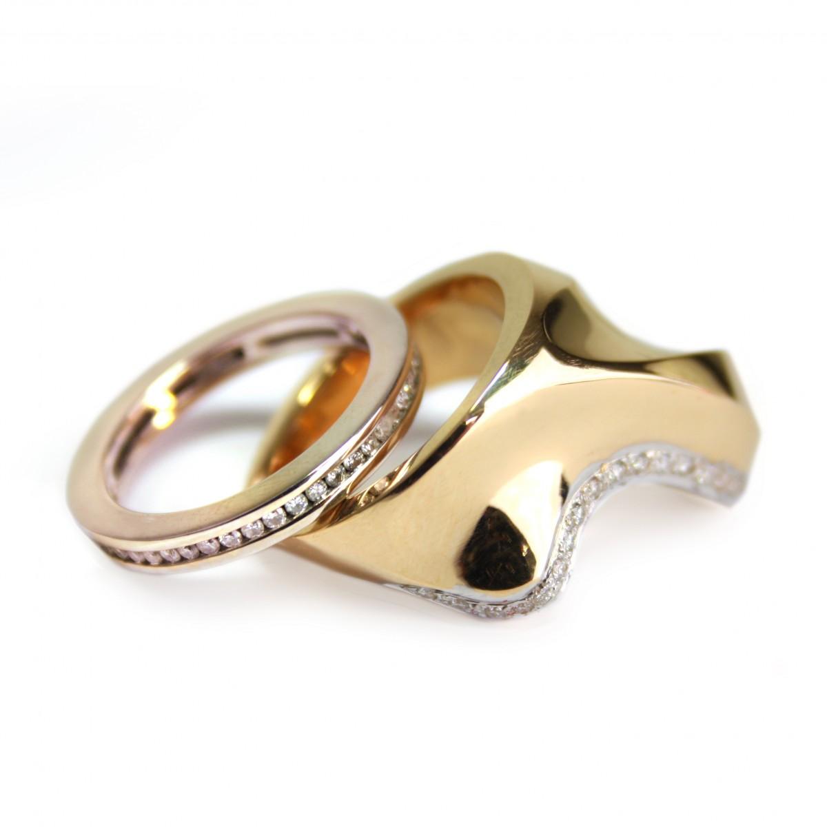 Gebogen ring en bijpassende hanger