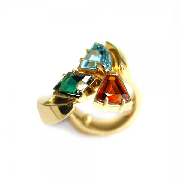 mooie ring met 3 kleuren stenen