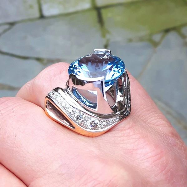 ring met edeltopaas steen van 2cm